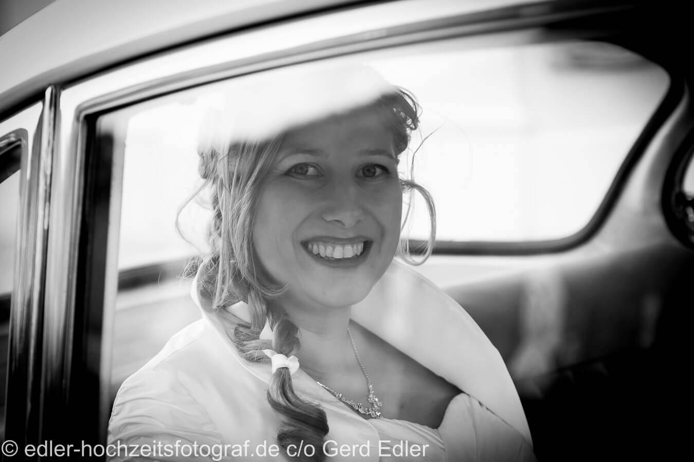 Braut im Auto Hochzeit Dresdenm