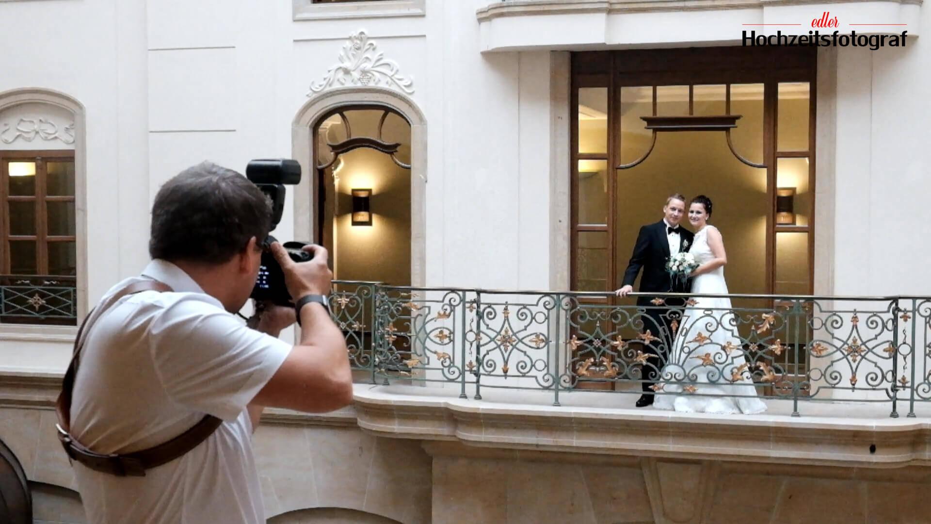 making of - edler hochzeitsfotograf beim fotografieren einer Hochzeit