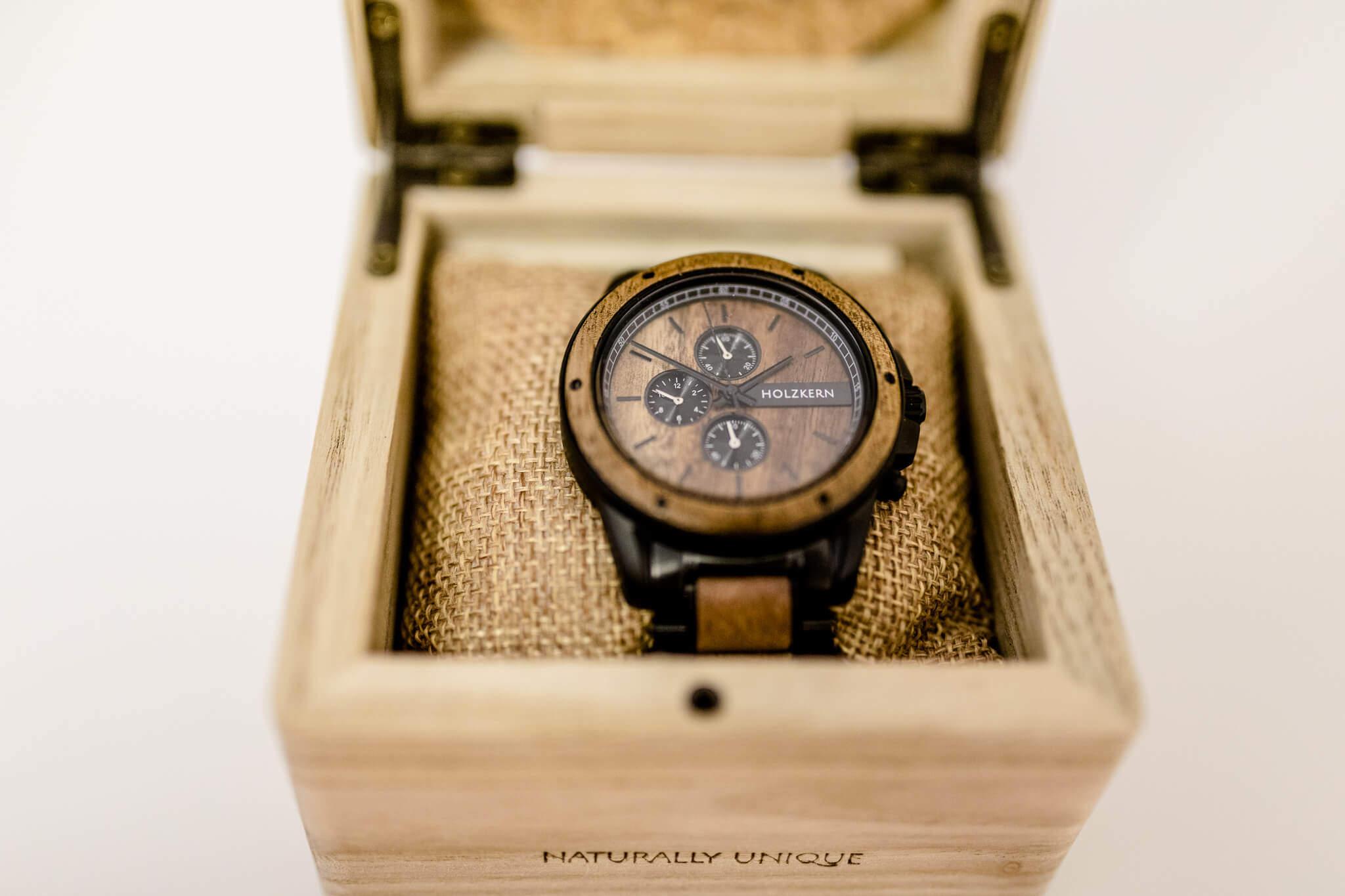 Uhr Holzkern